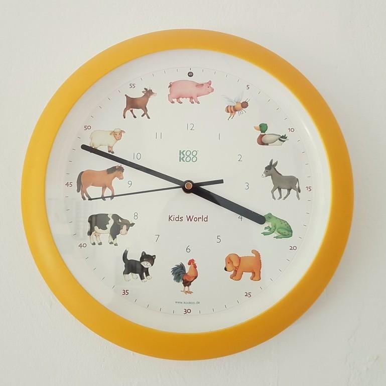 Wenn zur vollen Stunde Tierstimmen zu hören sind, liegt das wohl an dieser Uhr